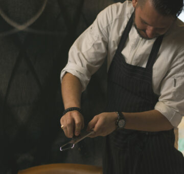 Chef Robert Mcadoo raspt truffel